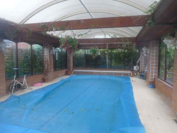 Swimming Pool/Pool House