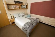 1 bed Flat in Double Room Sharing...
