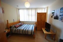 3 bed Flat to rent in Peacock Lane...
