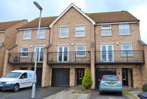 Town House to rent in Thyme Avenue, Bourne...