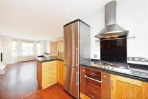 3 bedroom Flat in Brodrick Road...