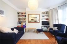 Apartment to rent in Ravenslea Road, London...
