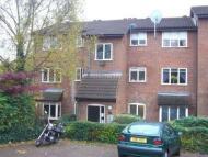 Flat to rent in Laburnum Close, London...