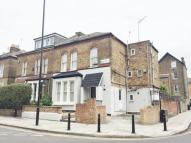 Studio flat in Finsbury Park Road...