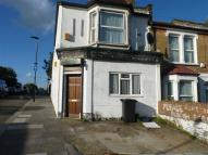 Ground Flat to rent in Avenue Road, London, N15