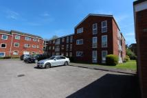 2 bed Ground Flat to rent in Roundhedge Way, Enfield...