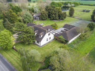 6 bedroom Detached house in Apton Hall Road, Canewdon