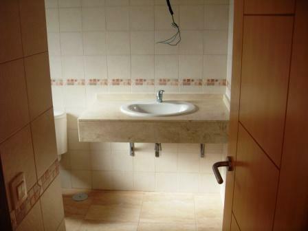 P bathroom 1