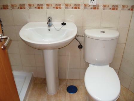 P bathroom 2