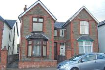 3 bedroom semi detached house in Oakfield Street...