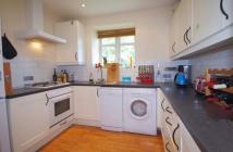 2 bedroom Flat in EAST END ROAD...