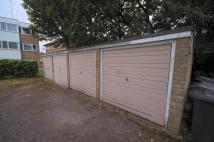 Garage in REAR OF ALBANY to rent