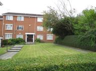 Flat to rent in James Court Apartments...