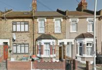 2 bedroom Flat in Gresham Road, East Ham...