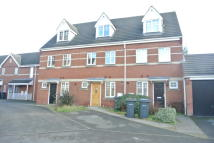 Town House to rent in Canterbury Close...