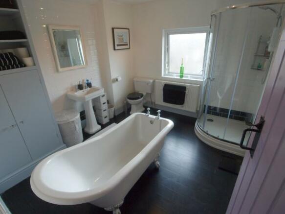 Stunning Bathroom/WC