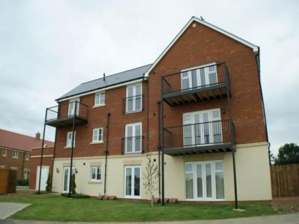 2 Bedroom House To Rent In Broadview Close Ashford Kent TN25