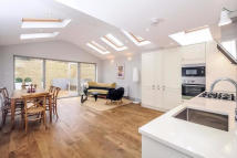 2 bedroom Apartment in Lordship Lane, London...