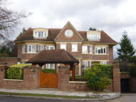 3 bedroom Ground Flat in Paulin Drive, London, N21