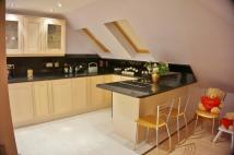 Apartment to rent in Broad Walk, London, N21