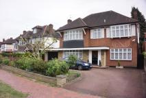 4 bedroom Detached house in Broad Walk, London, N21