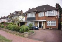 4 bed Detached property for sale in Broad Walk...