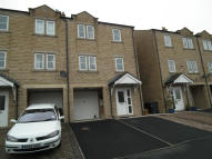 Town House to rent in Alma Road, Colne