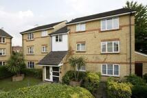 Flat to rent in HEDDINGTON GROVE, London...