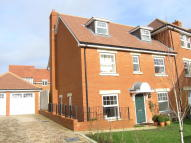 5 bed semi detached home in Goldring Avenue...
