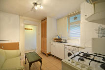 Flat to rent in Dynham Road...