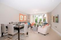 3 bedroom Flat to rent in Court Close...
