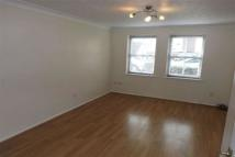 2 bedroom Flat in HAINAULT  IG6