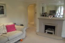 Flat to rent in WOODFORD GREEN  IG8