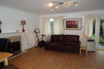 3 bed semi detached property in Darlands Drive, EN5
