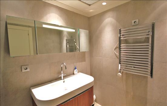 Apartment 1Bathroom