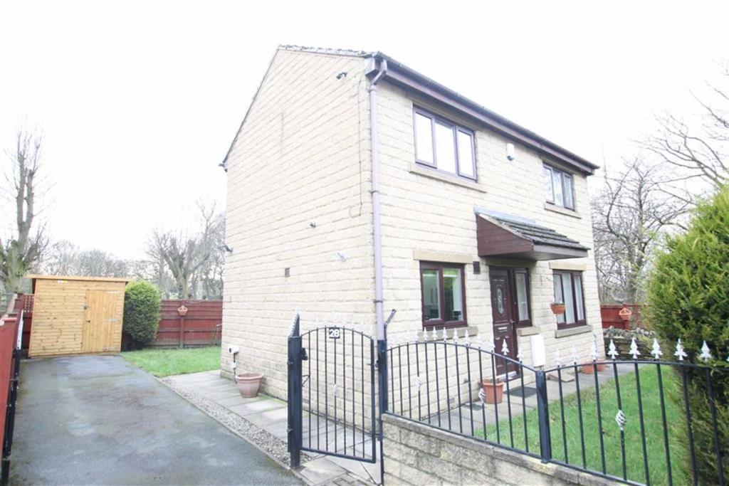 3 bedroom detached house  Burras Road, Bradford