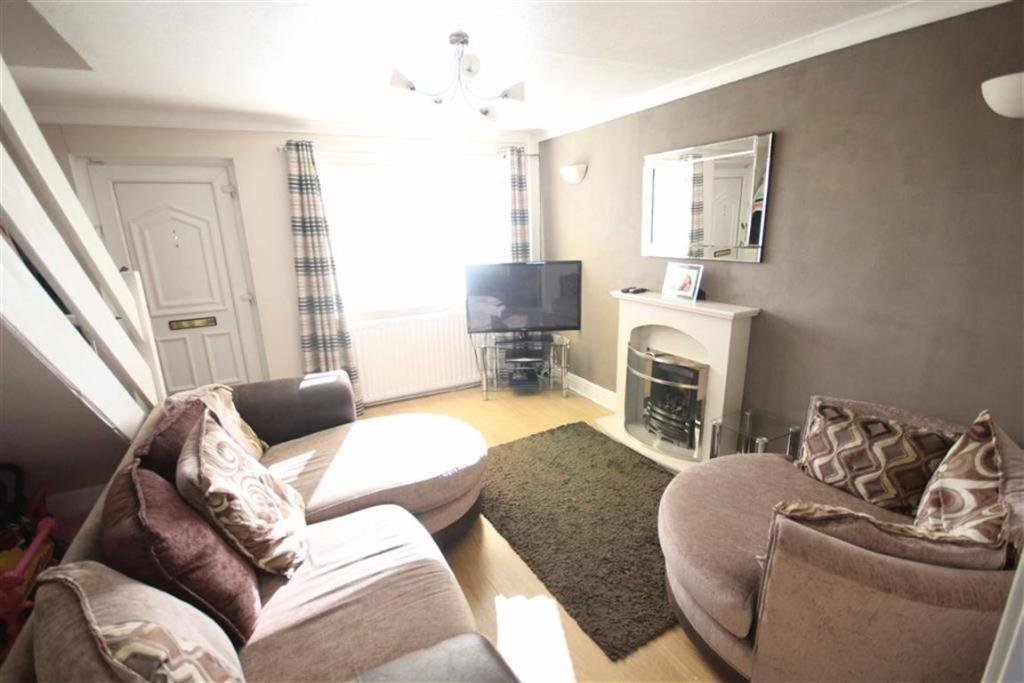 2 bedroom end of terrace house  Beech Walk, Birkenshaw