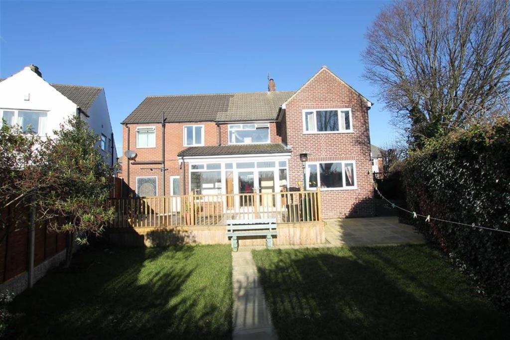 4 bedroom detached house for sale Kingsley Avenue, Bradford