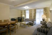 2 bedroom Detached property in Elliott House...