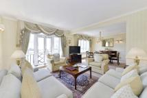 Flat to rent in Park Lane, Mayfair...