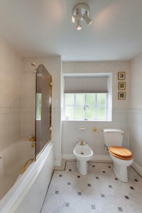 Guest En-Suite Bathroom