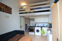 Studio apartment in Penywern Road...
