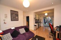 Flat to rent in Gunnersbury Avenue...