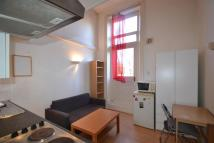 Flat to rent in Penywern Road...