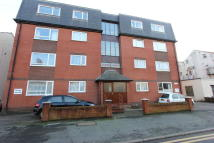 Lowes Court Flat to rent