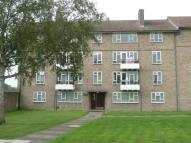 3 bedroom Flat in Elmwood Avenue, Hanworth...