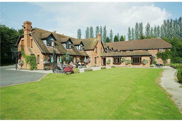 Lodge.Outside1