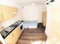 Studio flat in Sheen Lane, London, SW14