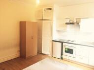 Studio apartment in Hanworth Road, Hounslow...