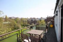 3 bedroom Flat in Fairhazel Gardens...